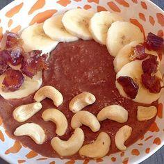 Goedemorgen! Chocolade havermoutpap  een feestje in je bakje  benieuwd waarom havermout zo in is en hoe je dit recept maakt? Je vindt het op eefjesfinest.com. Fijne herfstmaandag