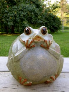 Incroyable GARDEN FROG Ceramic 7 IN. X 6.5 IN. YARD ORNAMENT NEW FIGURINE STATUE Happy