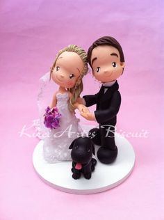 Noivinhos personalizados conforme as características dos noivos, É muito importante que a noiva tenha em mãos detalhes para me passar: vestido da noiva buque penteado da noiva( acessórios, flor, véus, presilhar, coroas etc) animais ( se desejar colocar por opção) objetos( opcional) tamanho da base do bolo, descrições das cores dos olhos do casal sapato (noiva) traje do noivo posições dos noivinhos ******************Fazer encomendas com 2 mês de antecedência da data, ao pedir orçamento ...