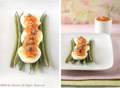 Fagiolini, uova e salsa di pomodoro calda