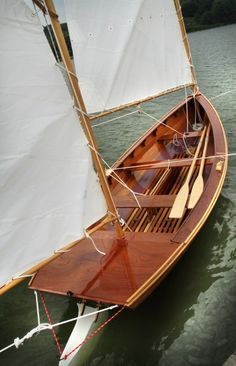 Coquina: The cold-molded construction provides a clean interior and a light but strong structure. Wooden Sailboat, Wooden Boats, Cool Boats, Small Boats, Sailing Dinghy, Sailing Ships, Kayaks, Small Sailboats, Wooden Boat Building