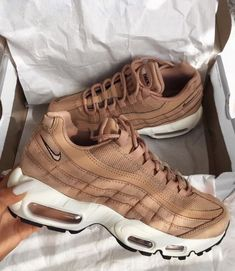Image shared by 🧚🏽♀️. Find images and videos about style, shoes and nike on We Heart It - the app to get lost in what you love. Nike Air Max, Nike Air Force, Air Max 95, Moda Sneakers, Shoes Sneakers, Brown Sneakers, Brown Nike Shoes, Tumblr Sneakers, Winter Sneakers