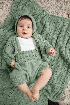 Dagens gratisoppskrift: Edith hentesett | Strikkeoppskrift.com Knitting For Kids, Baby Knitting Patterns, Knitting Yarn, Drops Baby, Baby Barn, Crochet Baby Clothes, Drops Design, Summer Collection, Baby Dress