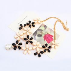 Fashion #Statement #Necklace, with #Resin and #Rhinestone.