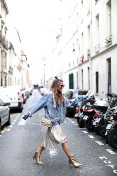 GOLD X DENIM IN PARIS http://stylelovely.com/bartabacmode/2017/04/gold-x-denim-paris