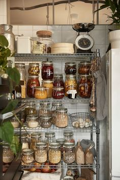 Open kitchen storage with food stored in glass KORKEN jars with lids. Open Kitchen, Kitchen Pantry, Kitchen Storage, Kitchen Dining, Kitchen Decor, Ikea Food Storage, Kitchen Waste, Kitchen Utensils, Kitchen Tools