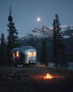 Living on the road / Saskatchewan River Crossing Alberta / Monument Creatives / via UNILAD Adventure Say Yes To Adventure