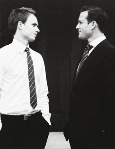 Look at those heterosexuals being all heterosexual and happy in their purely platonic and entirely heterosexual friendship Harvey Specter Suits, Suits Harvey, Suits Tv Series, Suits Tv Shows, Mike Harvey, Suit Pic, Suits Usa, Gabriel Macht, Beautiful Suit