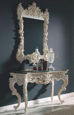 Espejo y consola antiguos, pintados de blanco