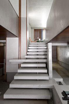 Built in 1958 by Carlo Scarpa the Olivetti showroom in Venice is a classic work of architecture featuring a prodominant marble staircase. Photo by Osti Andrea. Carlo Scarpa, Interior Staircase, Staircase Design, Stair Design, Marble Staircase, A As Architecture, Installation Architecture, Minimalist Architecture, Escalier Design