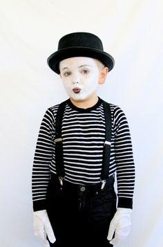 Ein Kinder-Kostüm in Form einer Pantomime