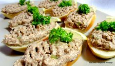 Nejedlé recepty: Rybičková pomazánka Salmon Burgers, Ethnic Recipes, Food, Salmon Patties, Essen, Yemek, Meals