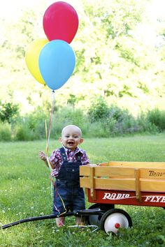 Wagon First Birthday Photo @Kendal Waite-Lahrmer  for Rees fall one year old pics...even just in your backyard...