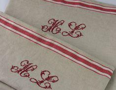 Kissenhülle aus französischem Vintage Leinen mit Monogramm von Hand gestickt im French Country Style Kissenbezug Leinen Original 20er Jahre von HolzundLeinen auf Etsy
