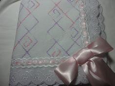 Enxoval de bebe - Manta bordada em vagonite Confeccionado por Maete Atelier www.facebook.com/maete.atelier teresi@globo.com