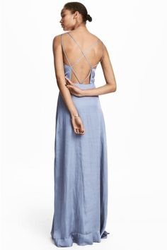 Long dress in crinkled chiffon with double, narrow shoulder straps that cross at the back and a cut-out section at the back. Seam at the waist, concealed zi