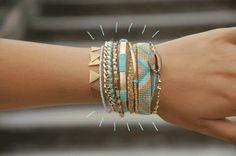 Je vous ai déniché un Super DIY Bracelet. Vous allez réaliser une manchette Hipanema ! C'est un bracelet composé de 9 bracelets différents !