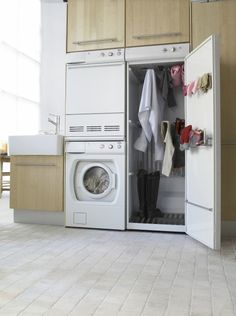 Drying Cabinet. It uses the heat radiated from the dryer to gently warm clothes that can not be put in the dryer.