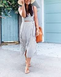 Stripes Down Rialto - ASTR The Label dress // Joie sandals // Janessa Leone hat // Mansur Gavriel bucket bag July 2017 20s Fashion, Fashion 101, Fashion Outfits, Fashion Beauty, Casual Summer Outfits For Women, Casual Wear, Happy Hour, Comfortable Outfits, Striped Dress