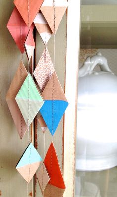 simple diy cardboard garland made from scraps. turn it into a fun craft for toddlers and preschoolers and let them paint the pieces. Diy Projects To Try, Craft Projects, Diy For Kids, Crafts For Kids, Diy Paper, Paper Crafts, Diy Karton, Ideias Diy, Cardboard Crafts