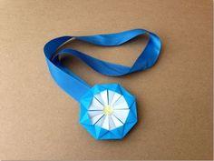 簡単折り紙★ メダルの折り方 ★1枚 Origami Medal. Link download: http://www.getlinkyoutube.com/watch?v=QxO_lnvhVPA