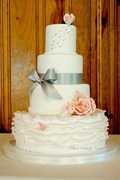 Chic Daily Wedding Cake Ideas (New!). To see more: http://www.modwedding.com/2014/07/09/chic-wedding-cake-ideas/ #wedding #weddings #wedding_cake Featured Wedding Cake: Steel Penny Cakes