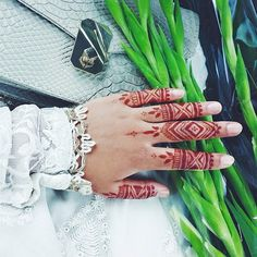 My quick Eid henna I managed to scribble on during Iftar brake! design by the amazing @hennabydivya