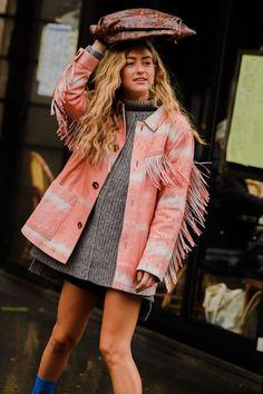 denim street style The best street style looks from Paris Fashion Week Fall Fashion Week Paris, London Fashion Weeks, New York Fashion, Paris Street Fashion, London Street, Tokyo Fashion, Fashion Fashion, Fashion Outfits, Fashion Tips
