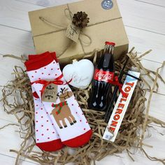 DIY Personalized Gift Basket For Anyone, Girlfriend, Kids, Mom Etc DIY Personalized Gift Baskets Christmas Gifts For Friends, Xmas Gifts, Christmas Presents, Craft Gifts, Diy Gifts, Christmas Time, Christmas Crafts, Christmas Decorations, Christmas Gift Boxes