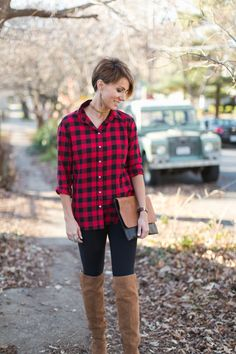 SHIRT- H&M // LEGGINGS- Zella / / BOOTS- Dolce Vita // CLUTCH- Local boutique // EARRINGS- N&S Java Cut-out leather e...