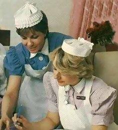 Sister & student nurse The London Hospital Whitechapel. History Of Nursing, Medical History, Vintage Nurse, Vintage Medical, Nursing Photography, Nursing Pins, Nursing Board, School Badges, Nursing Students