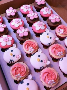 cupckes - kitty needs to be a little cuter, but great idea!