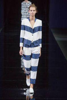 Emporio Armani - Kunst und Mode können einfach nicht voneinander lassen. In dieser Saison drückt sich die Nähe zwischen beiden im raffinierten Umgang mit Streifen aus. Die schönsten gestreiften Styles zeigt flair ihnen hier.