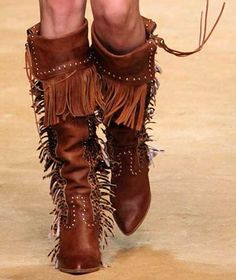 """Knee-high boots aren't something I tend to associate with summer (although after the """"summer"""" we've just had, I'm not really sure why not), but Dolce and Gabbana showe… Cowgirl Chic, Cowgirl Style, Cowgirl Boots, Western Boots, Look Fashion, Fashion Boots, Botas Boho, Knee High Boots, High Heels"""