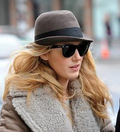 Many celebrities love Ray Ban Wayfarer sunglasses, from Drew Barrymore to Paris Hilton The Ray Ban Wayfarer model has been on the . Ray Ban Wayfarer, Ray Ban Sunglasses Sale, Wayfarer Sunglasses, Sunglasses 2016, Sunglasses Outlet, Sunglasses Store, Blake Lively, Gossip Girl, Sunglasses For Your Face Shape