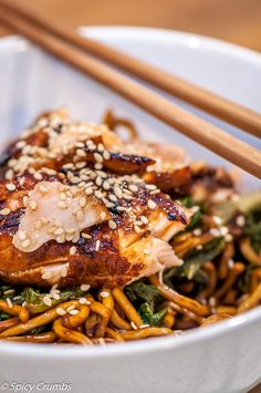 Marinovaný losos s nudlemi po asijsku - Spicy Crumbs Spicy, Pork, Chicken, Meat, Kale Stir Fry, Pork Chops, Cubs