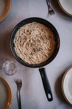 Iron Pan, Tofu, Hummus, Pasta, Ethnic Recipes, Pasta Recipes, Pasta Dishes