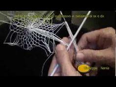 Centro classico filet in tondo parte. Embroidery Art, Embroidery Patterns, Crochet Patterns, Crochet Curtains, Crochet Doilies, Tenerife, Net Making, Diy Crafts Crochet, Drawn Thread