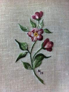 Fleur. Peinture à l'aiguille réalisée par Nicole H.