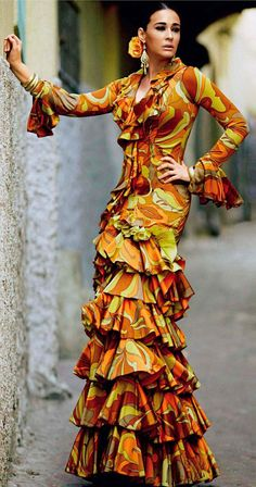 Flamenco dancer Plus Spanish Dress, Spanish Style, Spanish Fashion, Fashion Beauty, Womens Fashion, Boho Chic, Fashion Photography, Vintage Fashion, Glamour