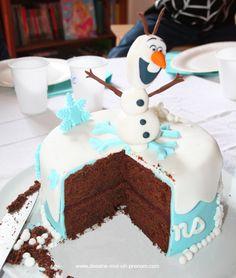 Gâteau Reine des Neiges en pâte à sucre (Kids birthday Frozen) Frozen Cake Designs, Cake Designs For Girl, Dessert Drinks, Dessert Recipes, Elsa Torte, Anna Und Elsa, Desserts With Biscuits, Frozen Birthday Cake, Number Cakes