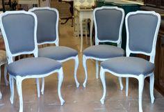 Juego de sillas pata curva decapadas en blanco roto y tapizadas en seda azul. www.candini.com #Candini #Muebles #Sillas #Restauración #decapado #tapizado #Estilo Clásico