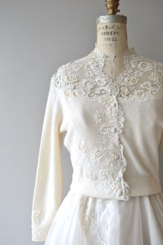 Vintage 1950s wedding dress with spaghetti straps, white floral appliques, fitted waist, layered full skirt and wonderful matching white lace shouldered and trimmed cardigan. --- M E A S U R E M E N T S ---  fits like: xs bust: 32-34 waist: 24.5 hip: free length: 46 brand/maker: n/a condition: excellent  ✩ layaway is available for this item  To ensure a good fit, please read the sizing guide: http://www.etsy.com/shop/DearGolden/policy  ✩ more vintage dresses ✩…