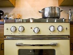 Vintage-Inspired Stove from HGTV Kitchen Cousins...Yay or Nay? #pinwithmeg