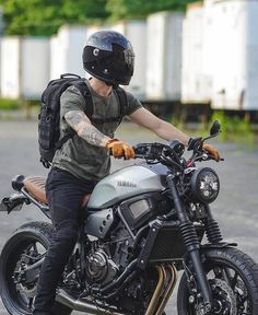 This scrambler motorcycle ideas is unquestionably a striking style technique. Motos Yamaha, Yamaha Cafe Racer, Yamaha Motorcycles, Yamaha Yzf R6, Moto Bike, Cafe Racer Motorcycle, Motorcycle Design, Motorcycle Style, Vintage Motorcycles