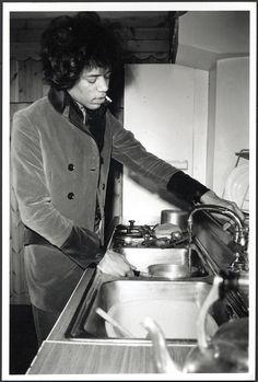 "theswinginsixties: "" Jimi Hendrix does the dishes. I Love Music, My Music, El Rock And Roll, Hey Joe, Blues, Jimi Hendrix Experience, Music Magazines, Janis Joplin, Ringo Starr"