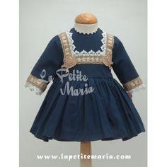Vestido de Vuelo de manga francesa, en azul marino. Colección Otoño Invierno 2014/2015 de Marita Rial.