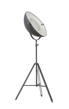 Decoratieve lamp leverbaar in grijs en wit met metaal. € 345,-!!!