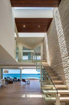Belle vue à partir de l'intérieur de cette maison d'architecte