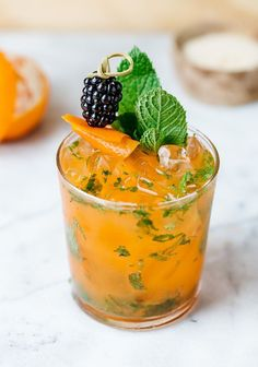 A citrusy and tropical take on the classic rum cocktail || You got to try this mojito recipe
